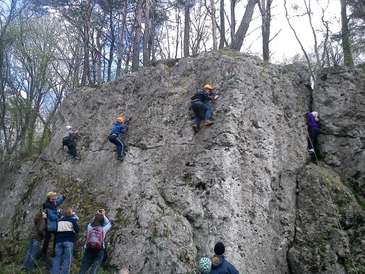 Idziemy w jurajski teren na prawdziwą ścianę skalną! Wspinamy się? Start!!!